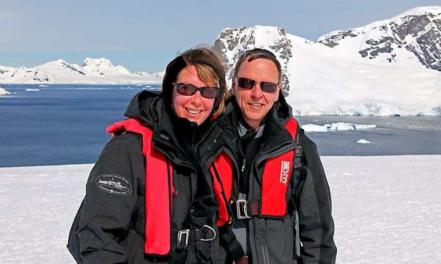 Ristolla on usein matkaseurana vaimo Anski, joka pitää matkapäiväkirjaa.
