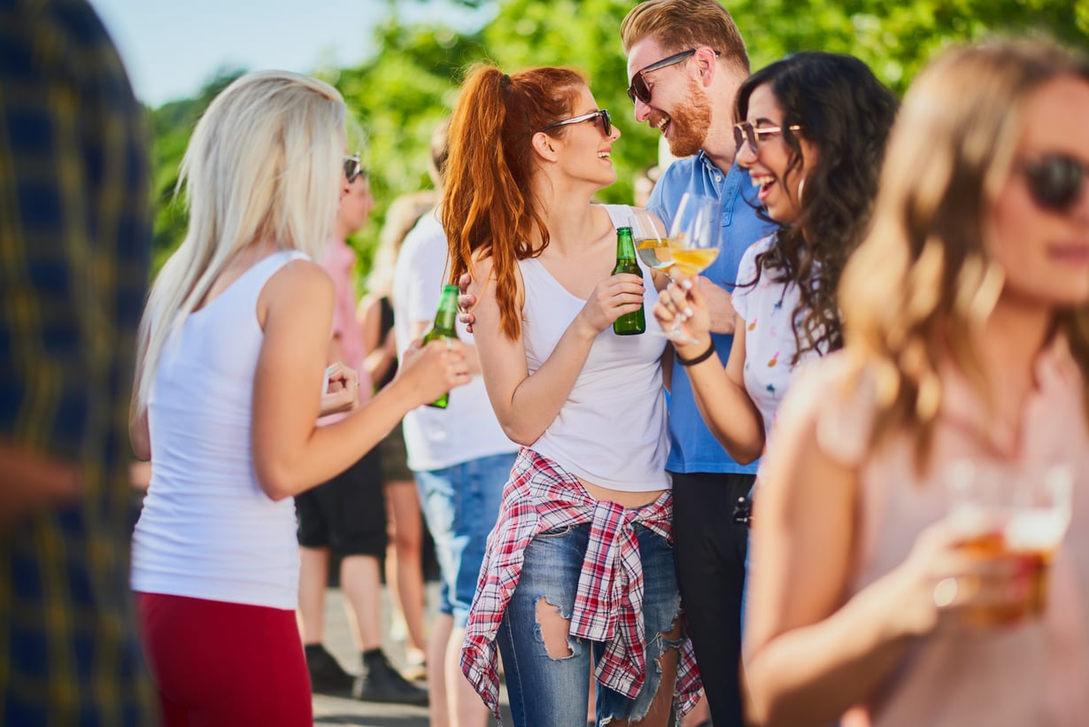 Nyt pannaan flirttailutaidot testiin! Kuva: Shutterstock