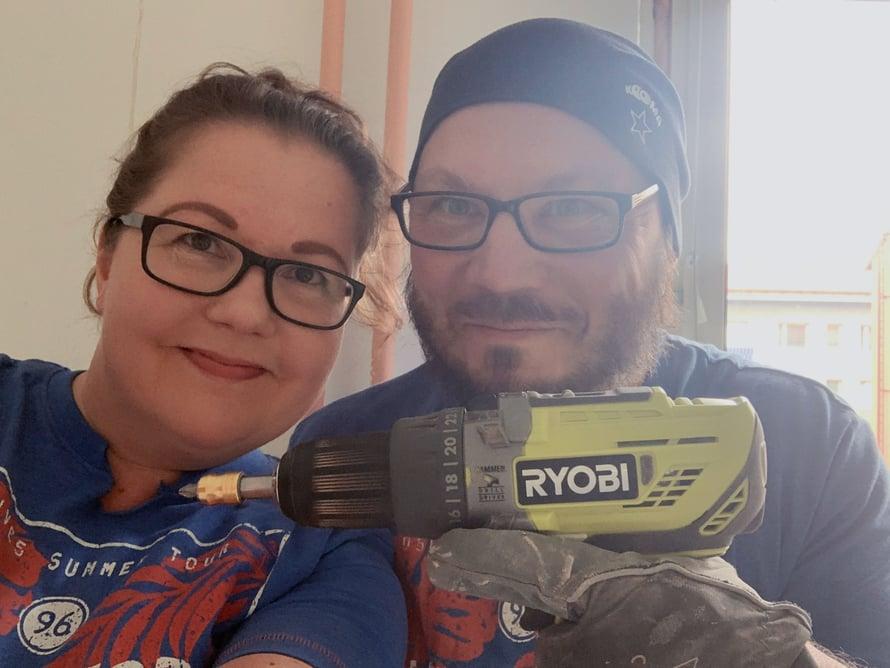 Kyllä vain, remontointi voi olla mukava yhteinen harrastus! Maarit Oikarinen on ammatiltaan virustutkimuksen tutkijatohtori ja hänen puolisonsa Iikka Manninen IT-alan tuotantopäällikkö.