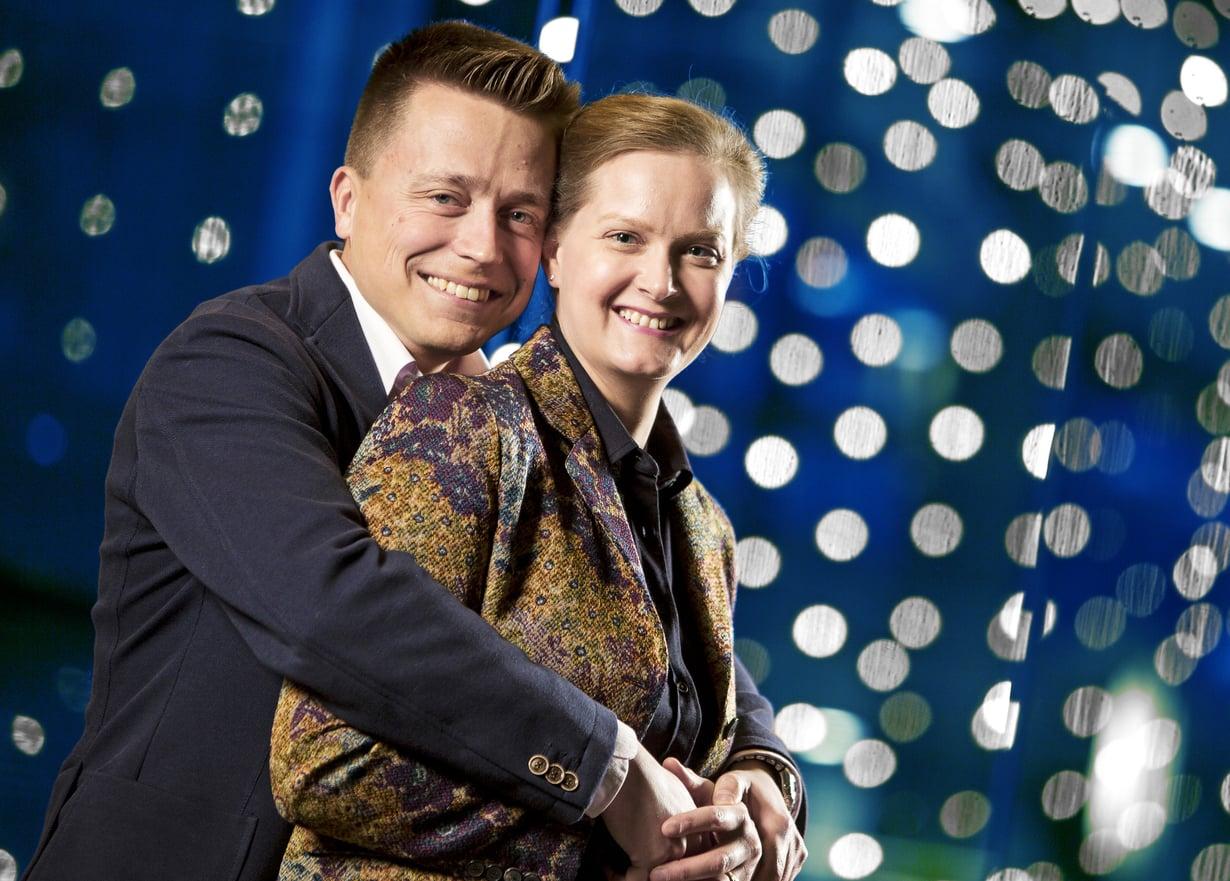 """""""Panttivankiaika toi suhteeseemme lisää syvyyttä. Elämän rajallisuuden tajuaa nyt eri tavalla"""", Atte ja Leila Kaleva sanovat. Kuva: Juha Salminen"""