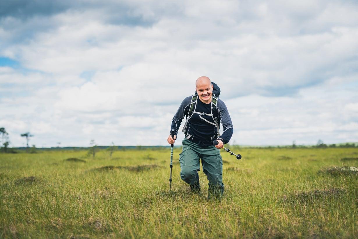 Timo Polari on aina halunnut haastaa itseään. Syyskuussa ilmestyneessä vaelluselämäkerrassaan hän kertoo, mitä rankka fyysinen ponnistelu ja maailman huikeimpien maisemien näkeminen on hänelle opettanut.