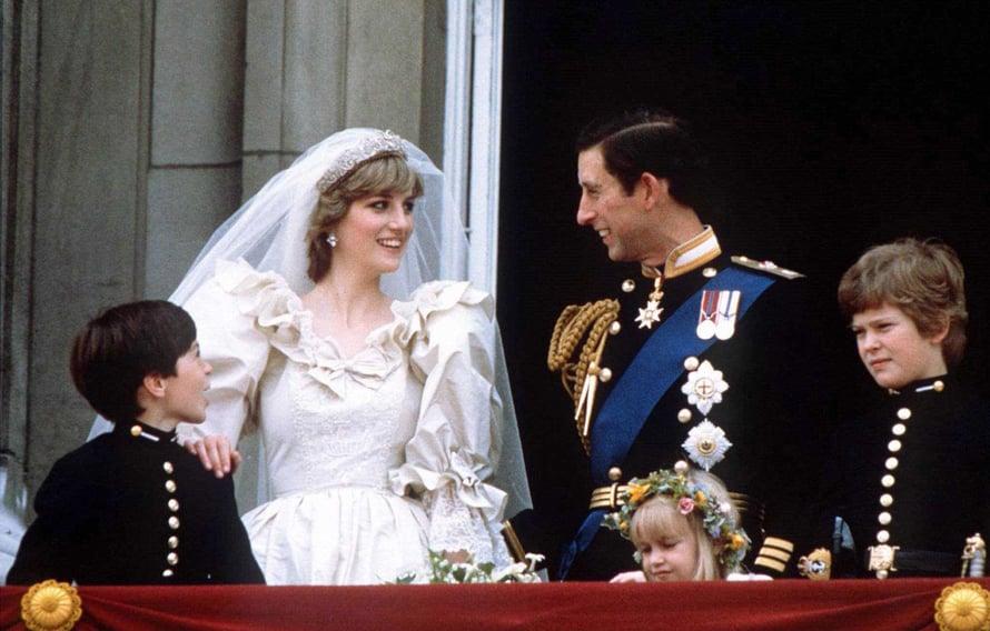 Diana ja prinssi Charles avioituivat heinäkuussa 1981. Muhkean hunnun ja valtavan Spencer-tiaran alta pilkisti prinsessan varsin rennoksi jätetty hääkampaus.