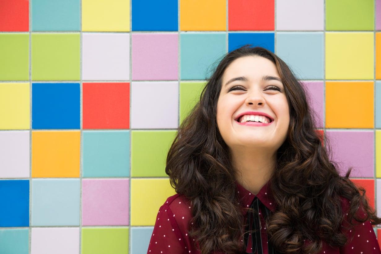 Tämä nainen on oivaltanut elämästä jotakin olennaista. Kuva: Shutterstock.