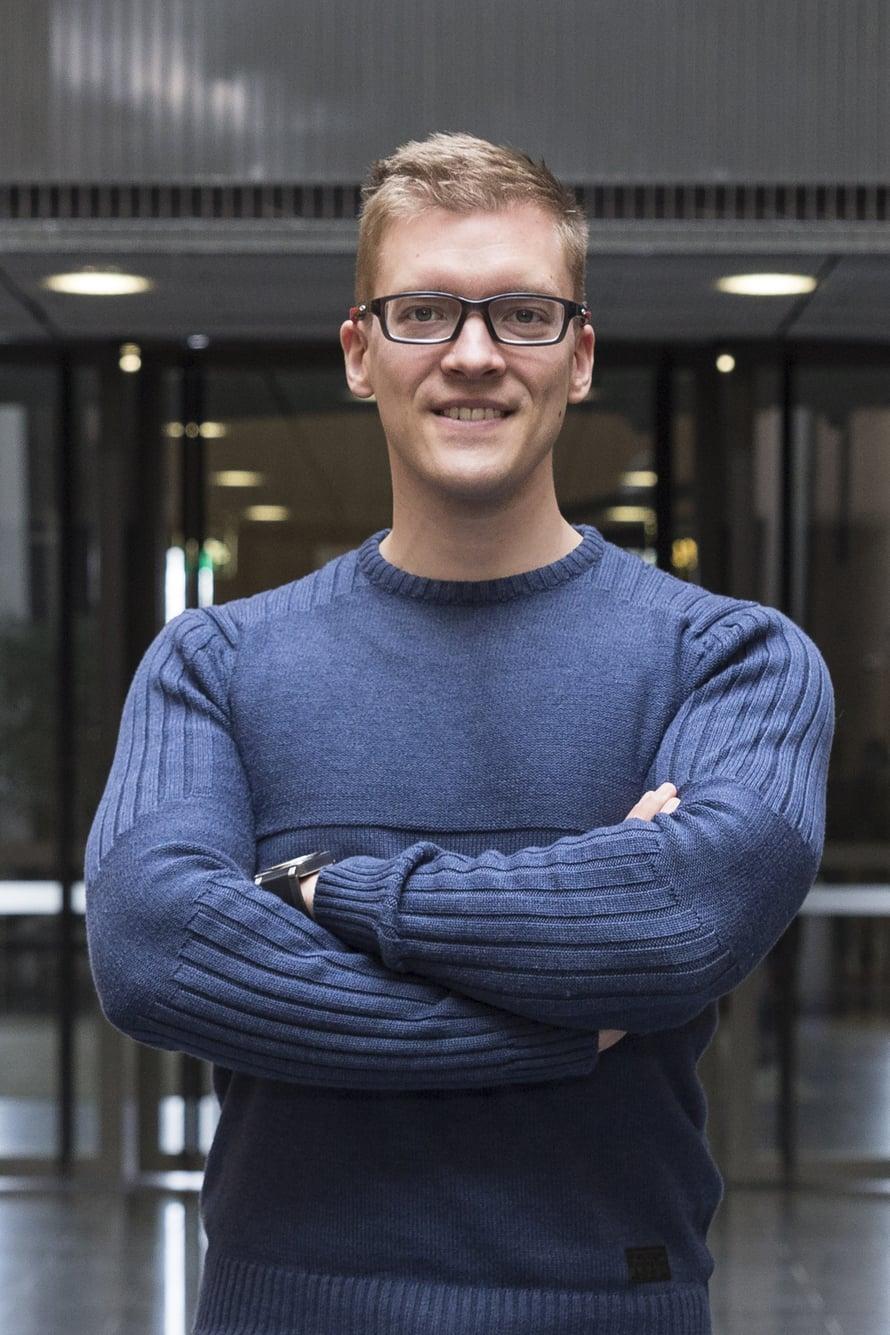 Tutkijatohtori Pauli Ohukainen puhuu kriittisen ajattelun puolesta. Kuva: Elina Korpi