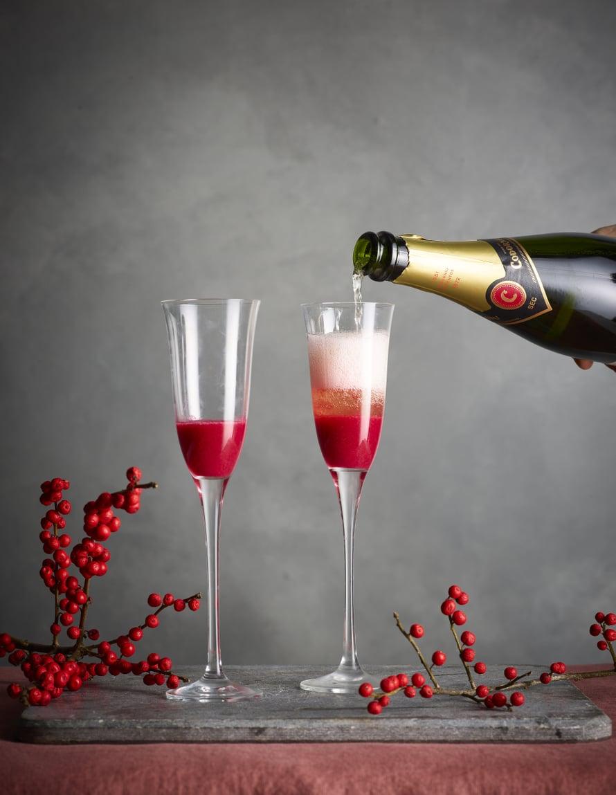 Joulun näyttävin drinkki tulee tässä.