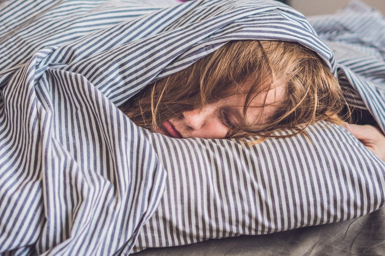"""Uneen, liikuntaan ja ruokavalioon kannattaisi kiinnittää huomiota eniten juuri silloin, kun ei huvittaisi ja ehtisi. """"Kiireessä teemme huonoja valintoja. Menemme arjessa vanhalla rutiinilla, koska se on mukavaa ja helppoa"""", Työterveyslaitoksen vanhempi tutkija Sampsa Puttonen sanoo. Kuva: Shutterstock"""
