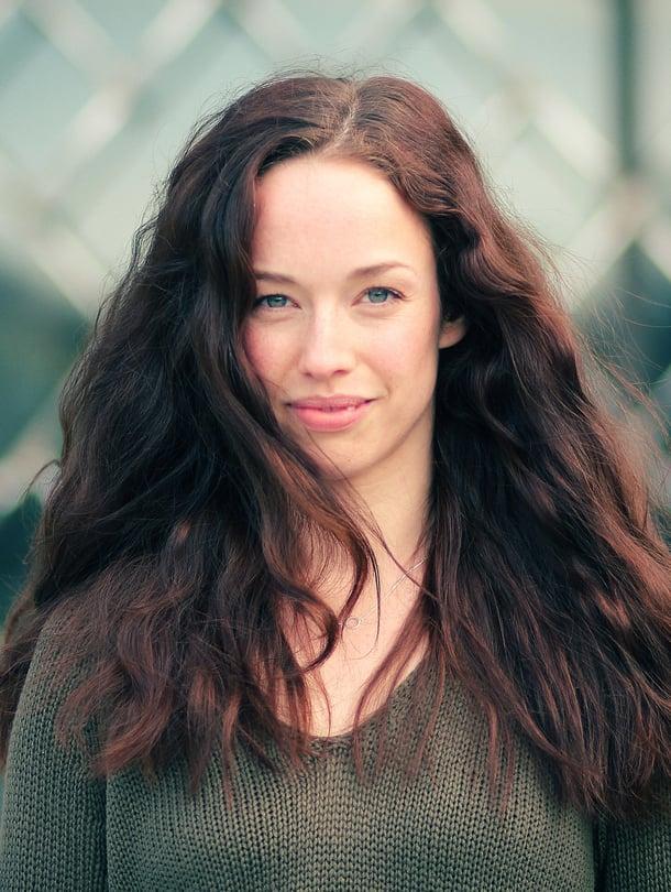 Josefin Silén on Esmeraldan roolissa Tampereen teatterin Notre Damen kellonsoittajassa ja tulevana syksynä Maija Poppasena Svenska Teaternissa.
