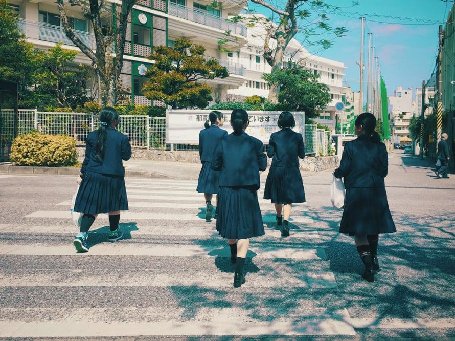 Kuvituskuvissa japanilaisia koulutyttöjä, jotka tuskin ovat tehneet vielä mitään urpoa elämässään.