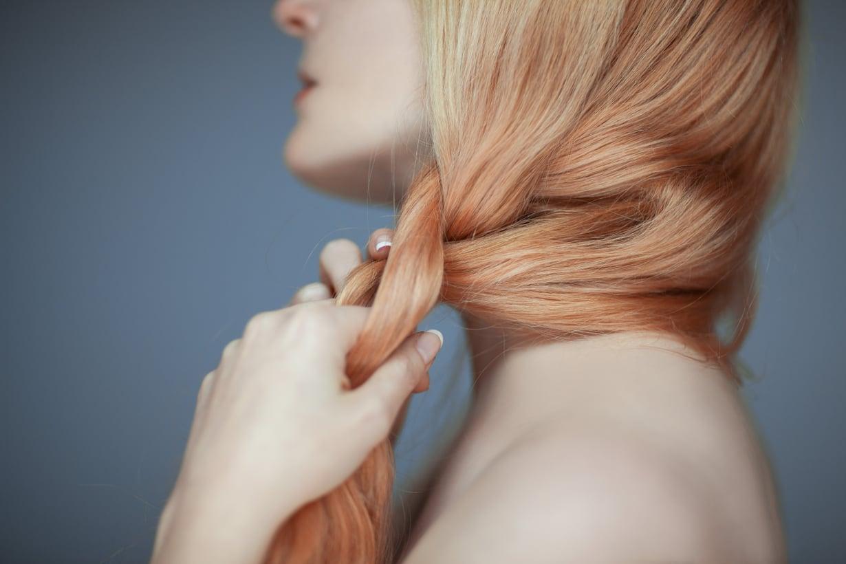 Löyhä letti on nappivalinta kampaukseksi hiuksiaan kasvattavalle. Kuva: Shutterstock