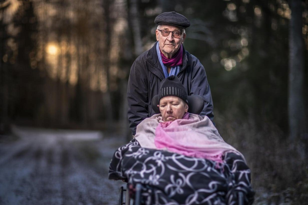 Eeva ja Petter Pulkkinen yrittävät elää  mahdollisimman täysipainoista elämää. Kuvat: Sami Kuusivirta