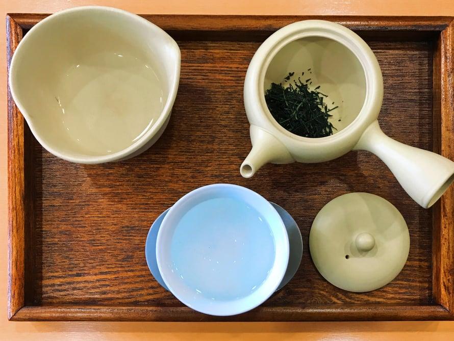 Kohta valmistan itse vihreää teetä.