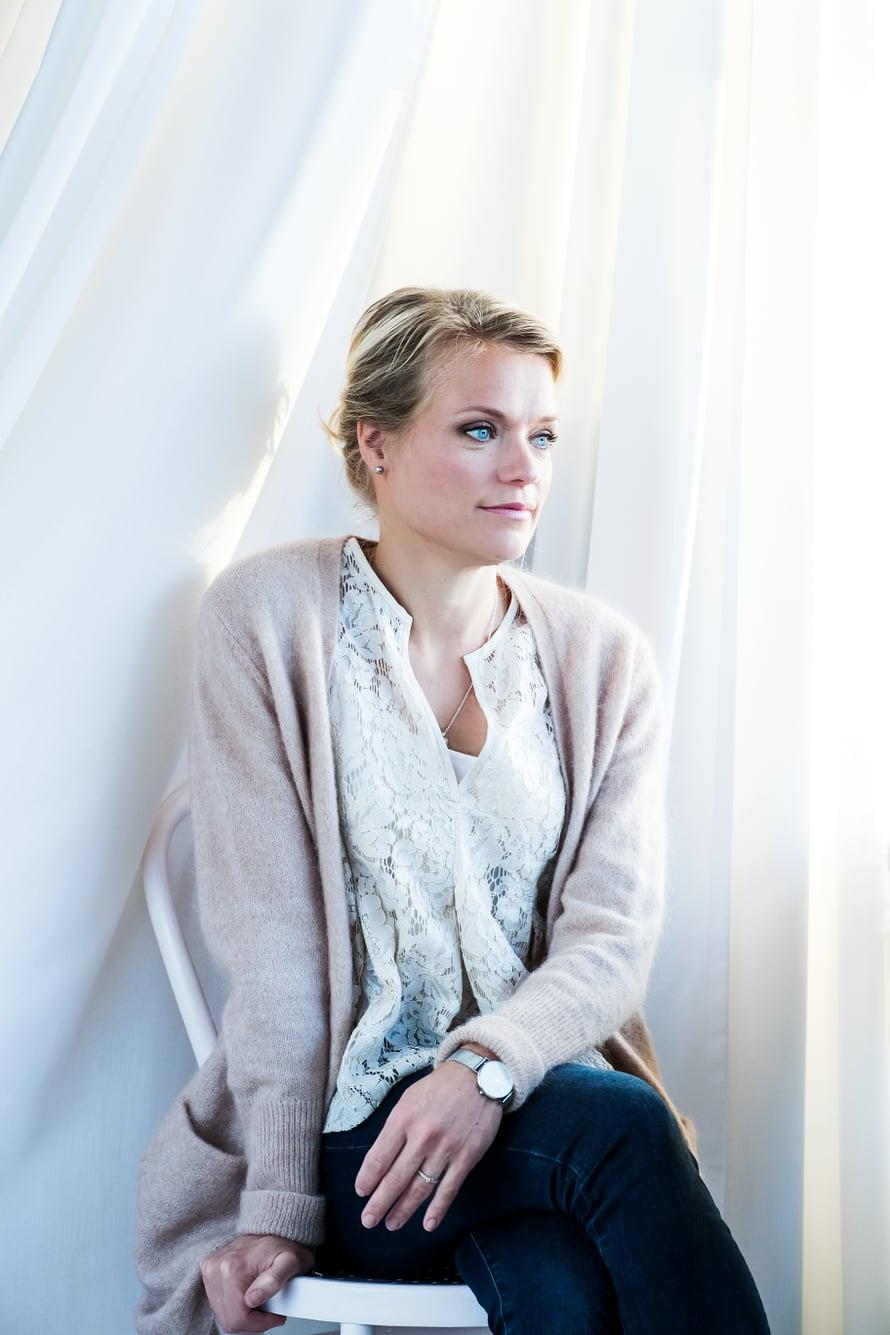 """""""Aikaa on rajatusti myös niille, joiden kanssa haluan olla, koska on perhettä, töitä ja tavallista elämää"""", Maaret Kallio totesi Me Naisissa."""