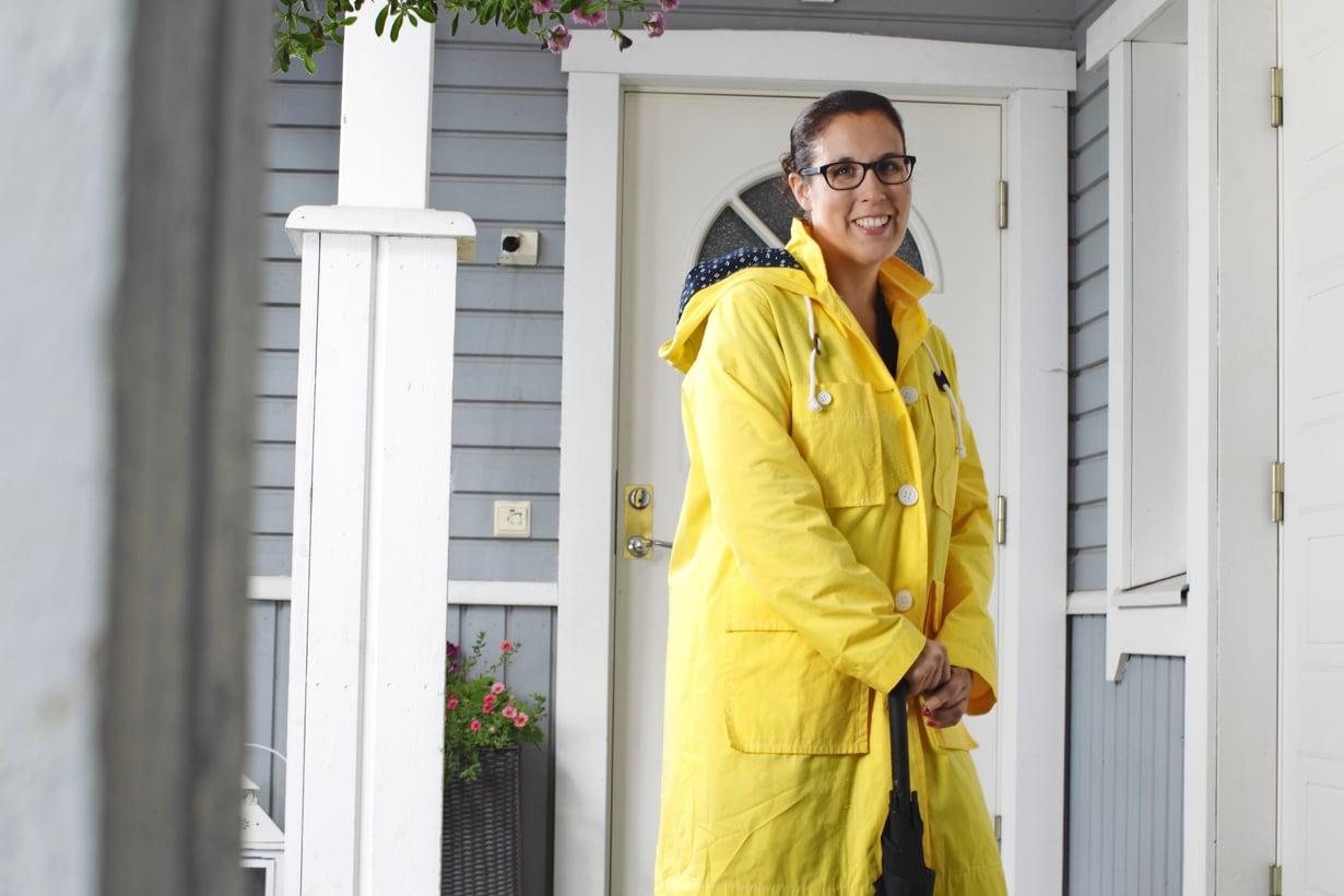 """""""Endometrioosidiagnoosi oli helpotus, koska silloin sain syyn kivuilleni ja huonovointisuudelleni, mutta samalla se oli iso shokki"""", kertoo Jutta Laino-Tabell. Kuva: Kalle Parkkinen"""