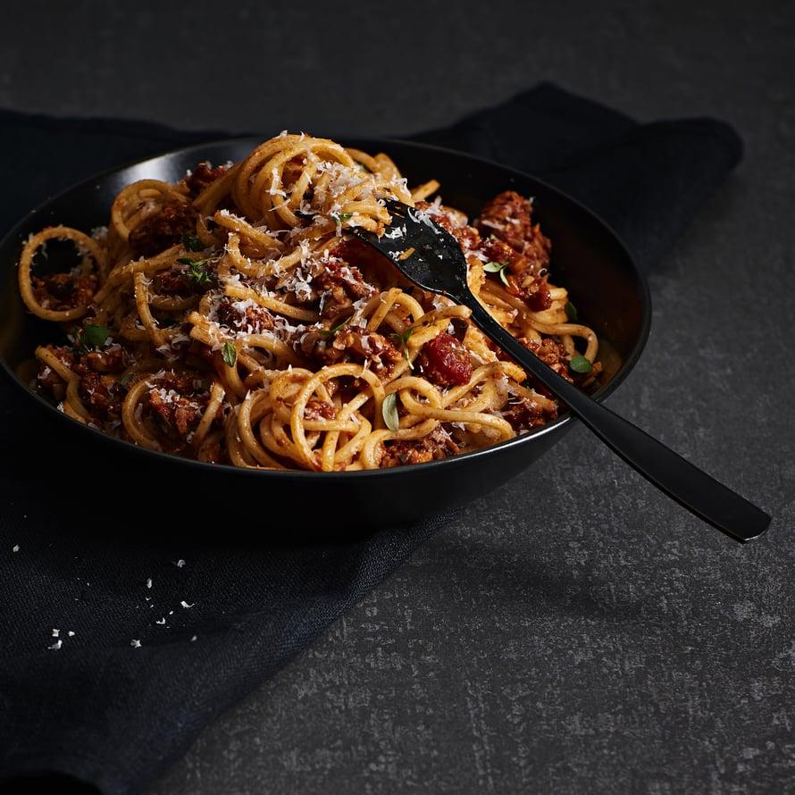 Jos haluat bolognesesta täysin vegaanisen, korvaa quorn esimerkiksi soijatempellä.