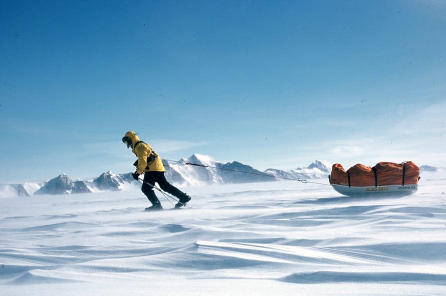 Hiihto etelänavalle on vaeltajan kuninkuusreissu. Timo teki retken vuodenvaihteessa 2001–2002. Matka kesti 1133 kilometriä, 58 vuorokautta ja 400 hiihtotuntia.