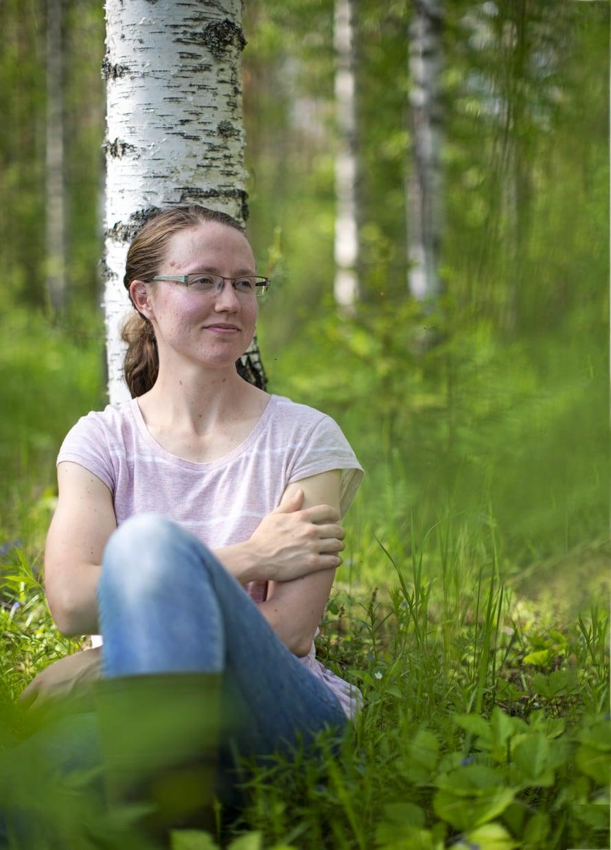 """""""Minä pidän huolen  metsästäni ja metsä pitää huolen minusta"""", Anne-Mari sanoo."""