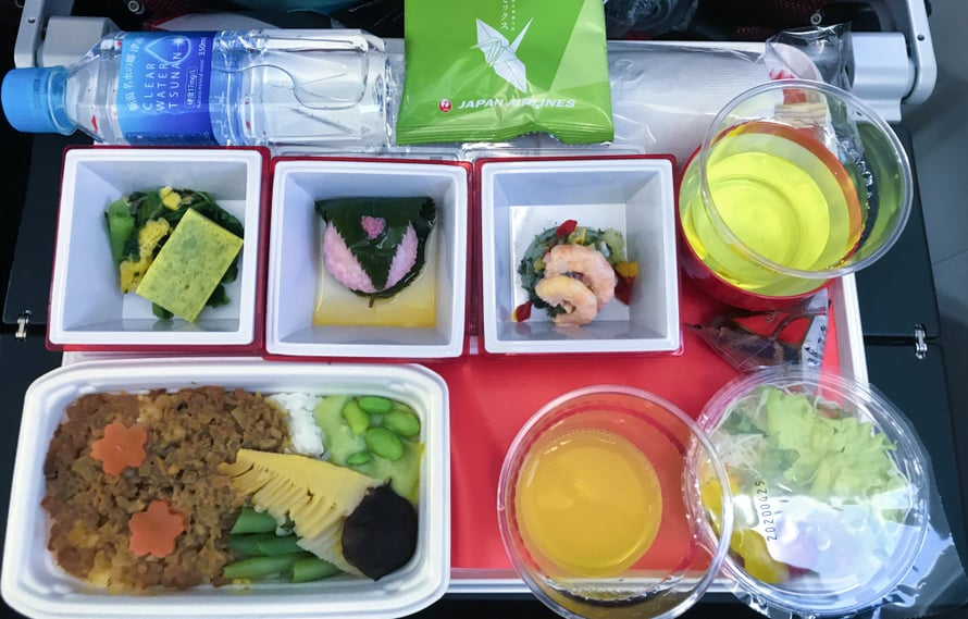 Japan Airlinesin lounas oli yksi parhaimmista lentokoneaterioista.
