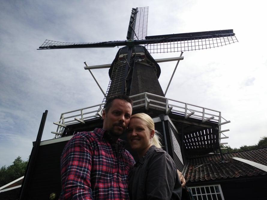 Sari ja hänen miehensä Pekka ovat innokkaita Hollannin-kävijöitä. Kuvat: Sarin kotialbumi
