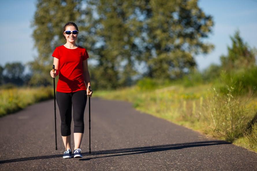 Sauvakävely antaa treeniä myös ylävartalolle.