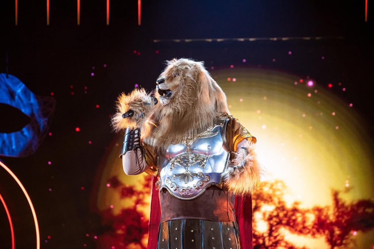 Leijonamaskin takaa paljastui koomikko Sami Hedberg.