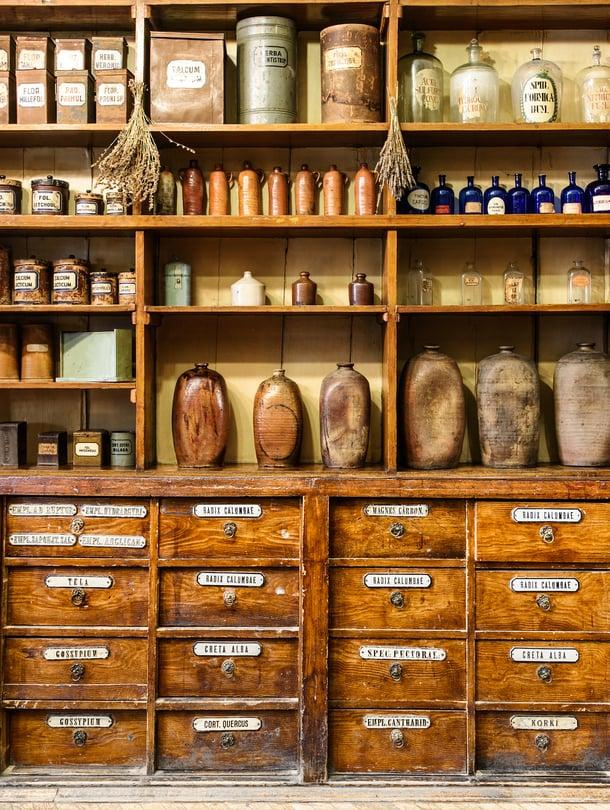 Apteekissa voi käydä kosmetiikkaostoksilla myös ilman erityisiä iho-ongelmia.
