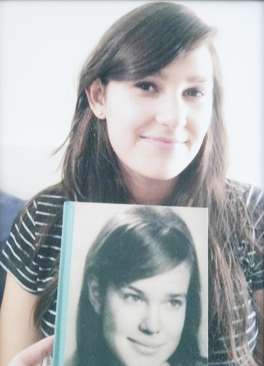 Pojantytär Amelia, 20, pitelee kuvaa 20-vuotiaasta Meretestä. Yhdennäköisyys on ilmeinen.