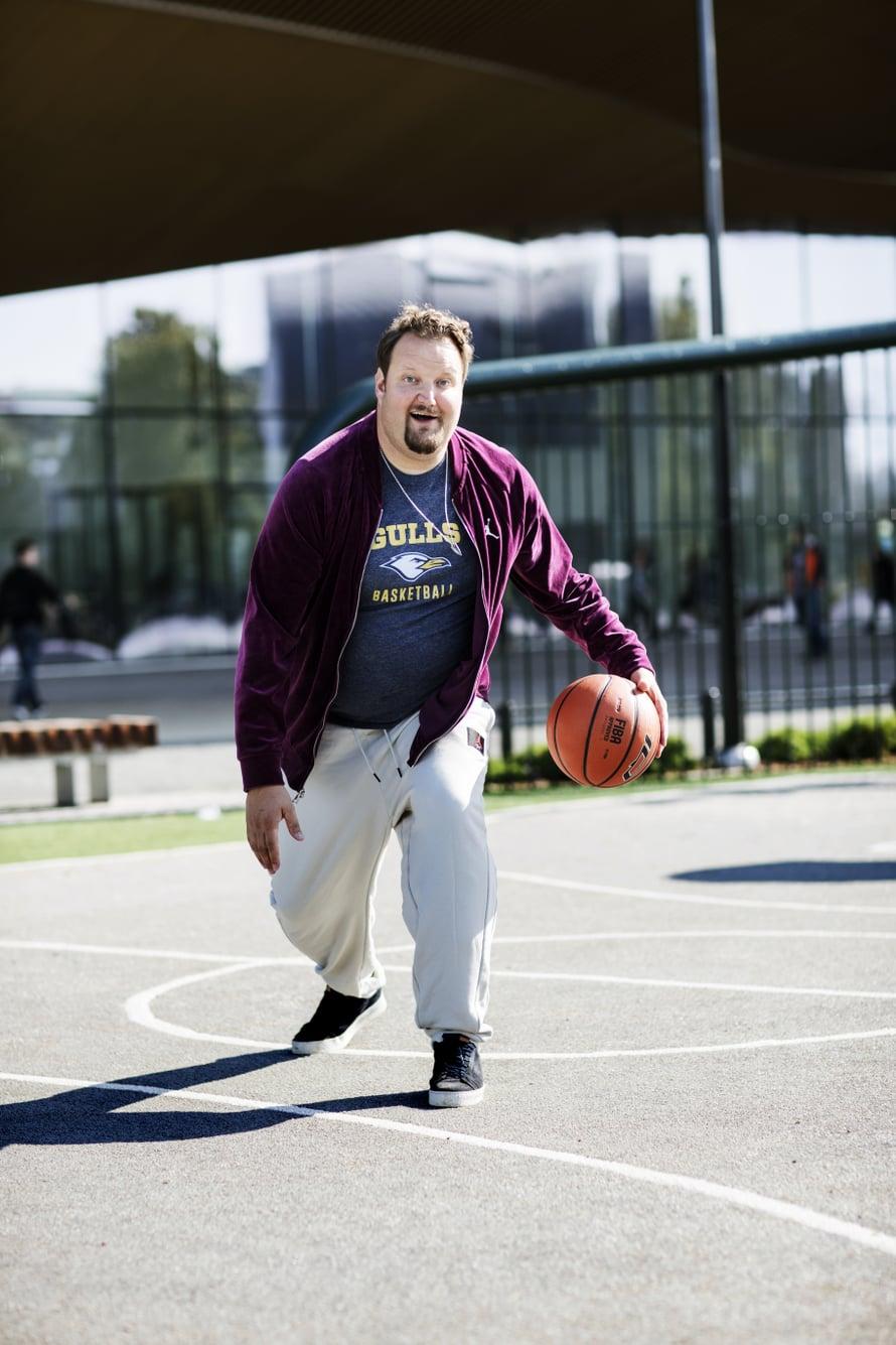 Sami Hedbergin mielilaji on koripallo.