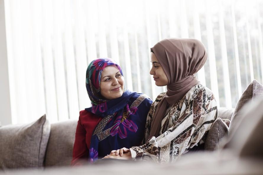 Zahra on äitinsä paras ystävä.