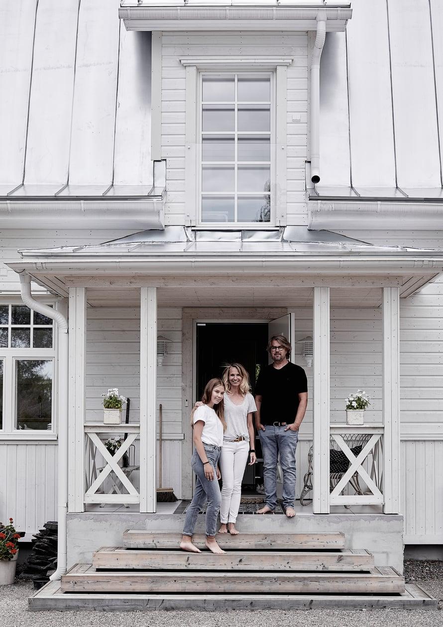 Mia ja Janne Maikolan sekä Lotta-tyttären kotitalo Vantaalla oli pitkään tyhjillään ja päässyt ränsistymään.