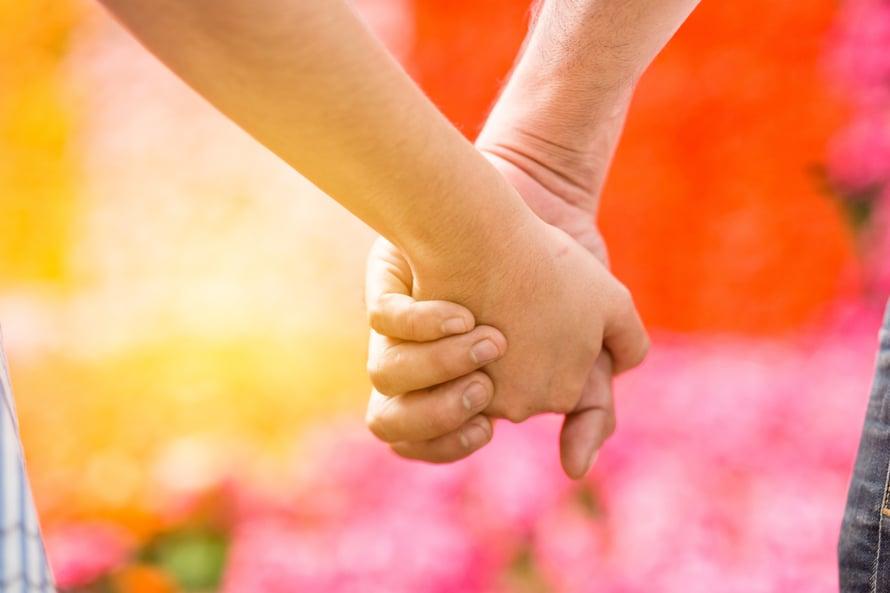 Suhteet päättyvät usein ikävissä merkeissä. Se saa ihmisen uskomaan, että seuraava suhde on parempi.