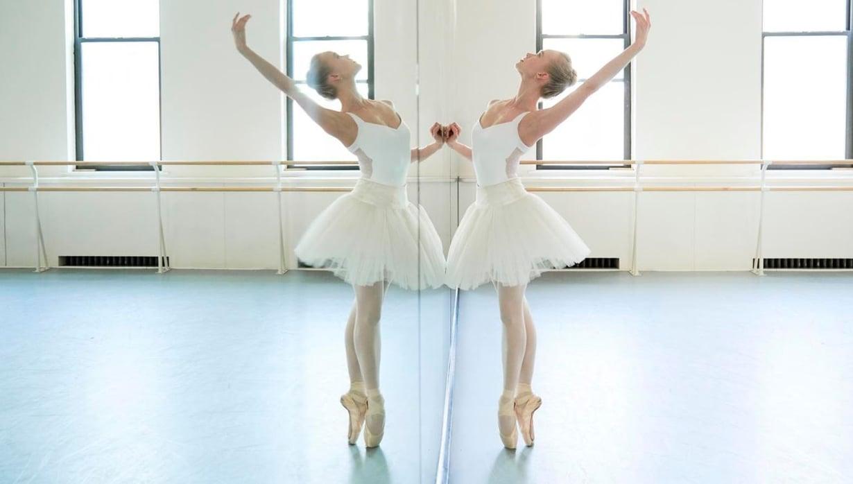 Elina käy   treenaamassa balettia Steps-tanssistudiolla Broadwaylla.