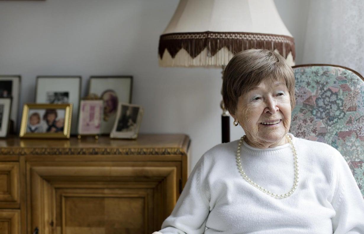 """Elli Bergman, 97, käy uimassa kahdesti viikossa. """"Liikunnallinen elämä pitää freesinä."""" Kuvat: Kaisu Jouppi"""