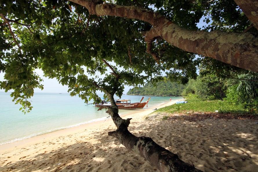 Kah Hain saarella, Paradise Beach -hotellin rannalla, saa iltapäivisin nauttia omasta rauhasta.