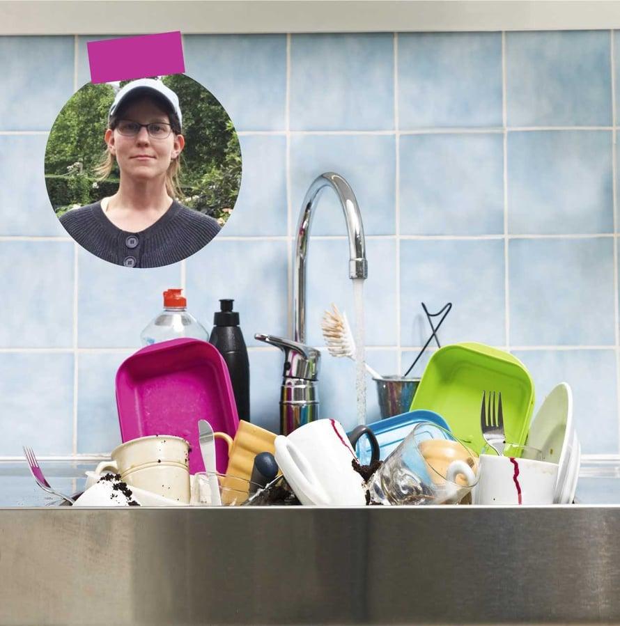 – Tiskipöytäkaaos johtui siitä, että kaikki toivoivat  jonkun siivoavan, mutta meidän perheessämme tätä henkilöä ei hirveästi näkynyt, Annette sanoo.