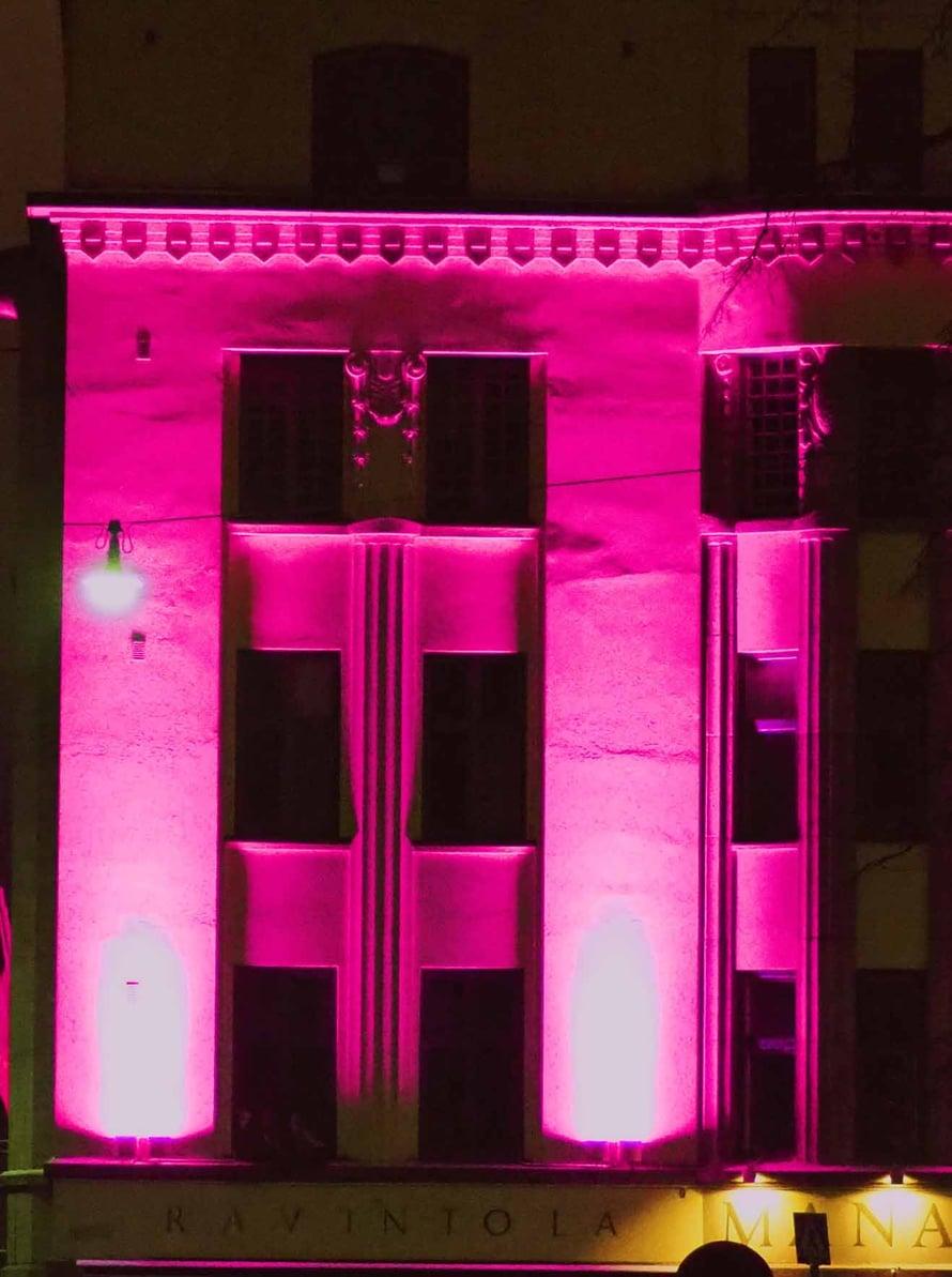 Manalan seinä on valaistu kivasti, vaikka se ei olekaan osa Luxin virallista tapahtumaa.
