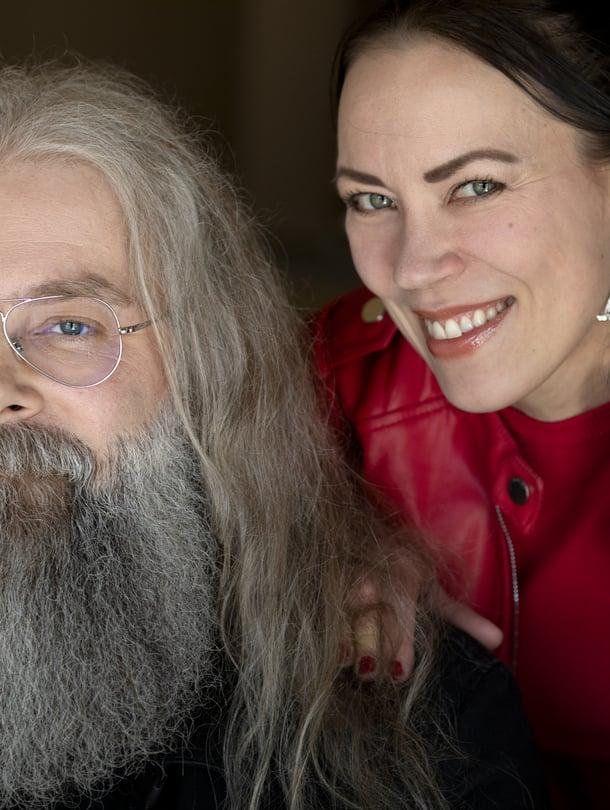 """Muusikko Marko Annala ja kirjailja, opettaja Inga Magga ovat olleet yhdessä yli 15 vuotta. """"Tykkäämme toisistamme todella paljon, mutta emme halua nyhjätä parisuhdetta rikki tekemällä kaiken yhdessä."""""""