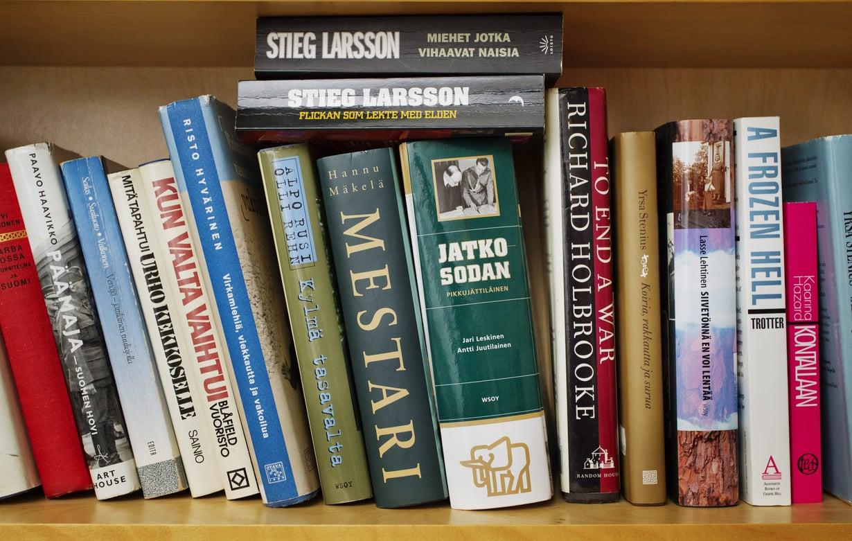 """Ilana Aallon mielestä me kaikki """"kuratoimme"""" kirjahyllyjämme, tiedostimme sen tai emme."""