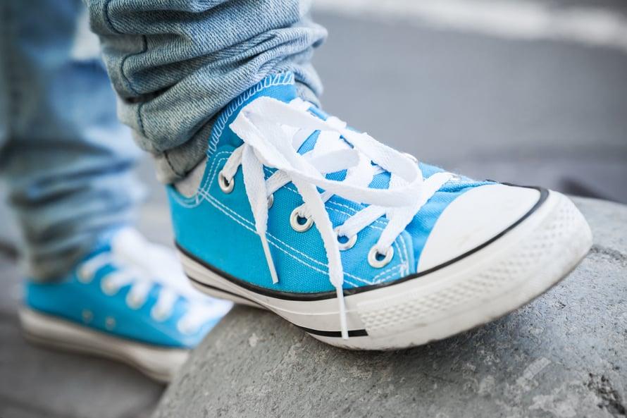 Raikkaissa kengissä kesäjalat ovat kevyemmät! Ruokasooda on hikijalan salainen – ja ekologinen – tehoaine.