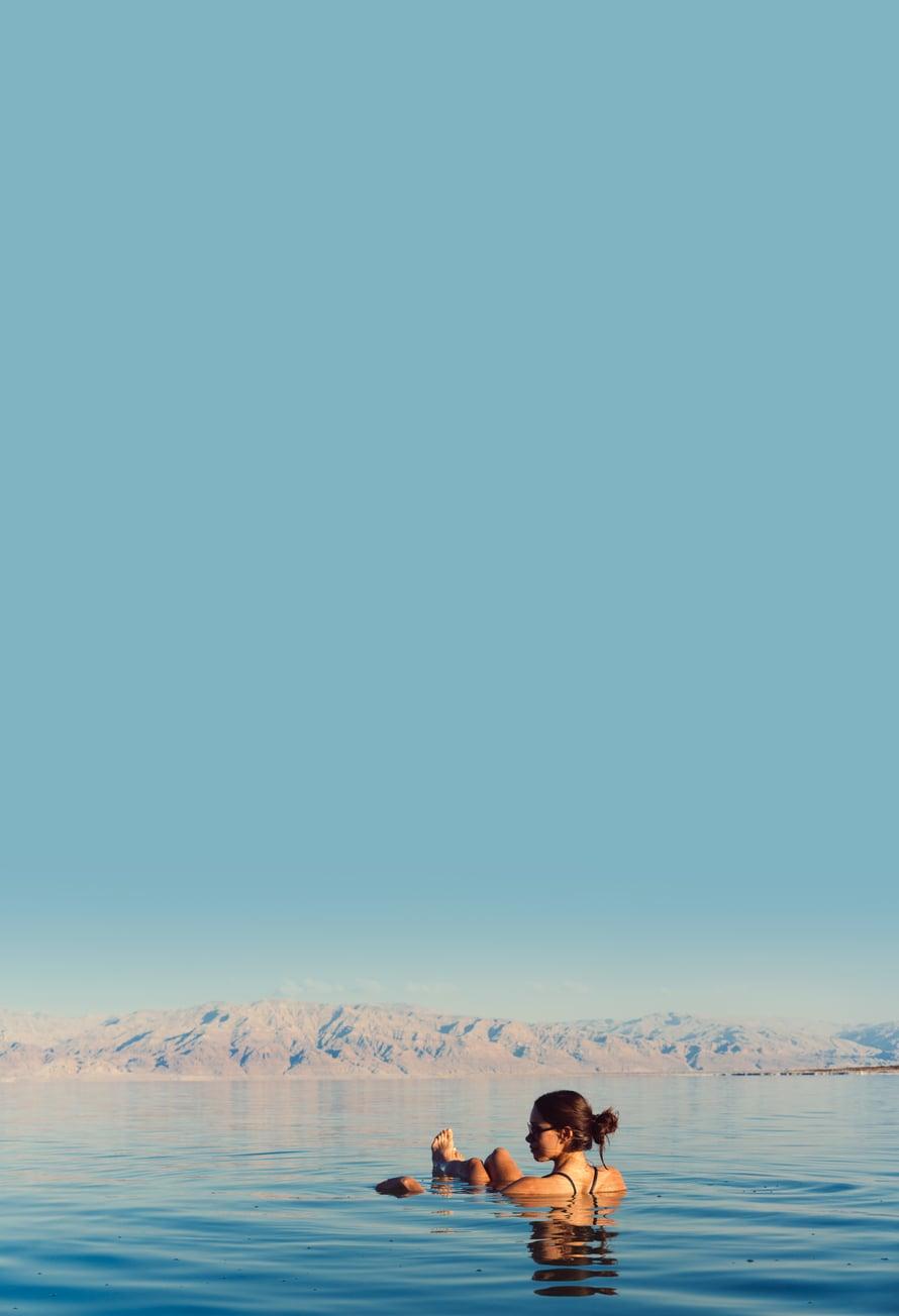 Kelluminen Kuolleessameressä on jännittävä kokemus. Kuva: Shutterstock