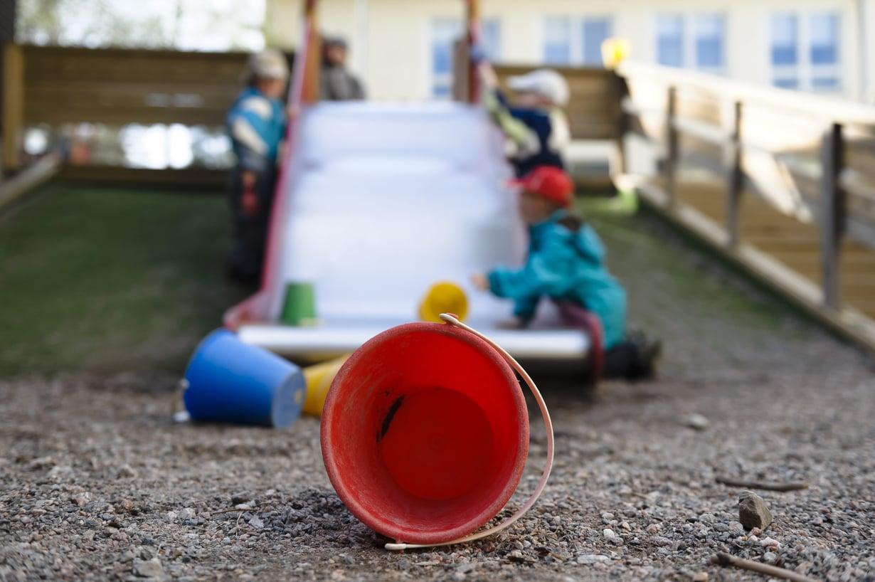 Varhaiskasvatuksen opettajan paikkoihin ei riitä hakijoita. Yksi syy on, ettei koulutuspaikkoja ole ollut riittävästi.