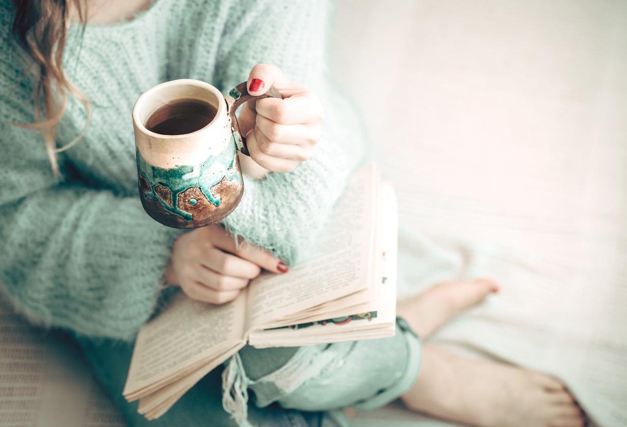 Syksy, mikä ihana tekosyy jäädä kotiin ja vain lukea. Kuva: Shutterstock.