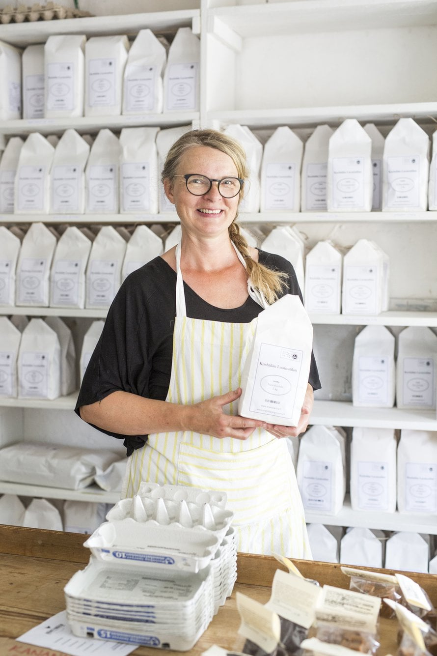 Minna Sakki-Eerola vastaa Knehtilän tilapuodista ja tilausravintolasta.
