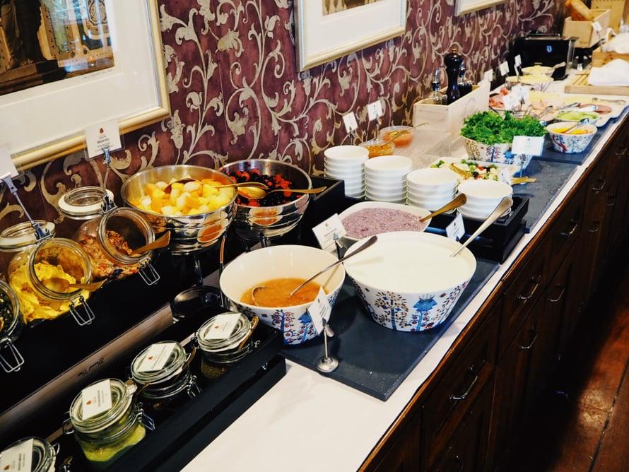 Marjat, hedelmät ja siemenet. Ehkä paras osa aamupalaa.