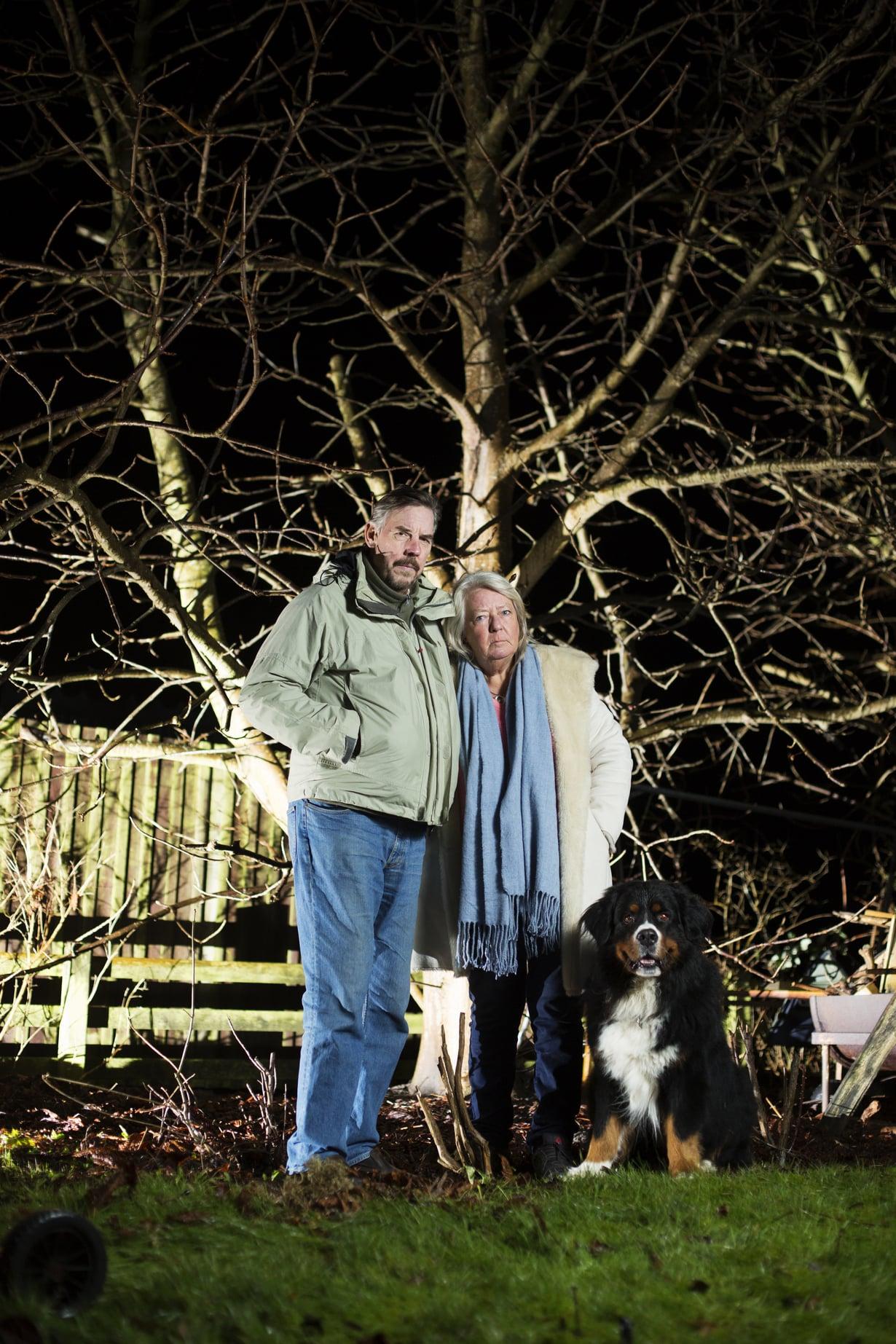 Ingrid ja Joachim Wallin tytär Kim kiipeili lapsena mielellään pihan kastanjapuussa. Nyt puu muistuttaa heitä tyttärestä, jota ei enää ole.