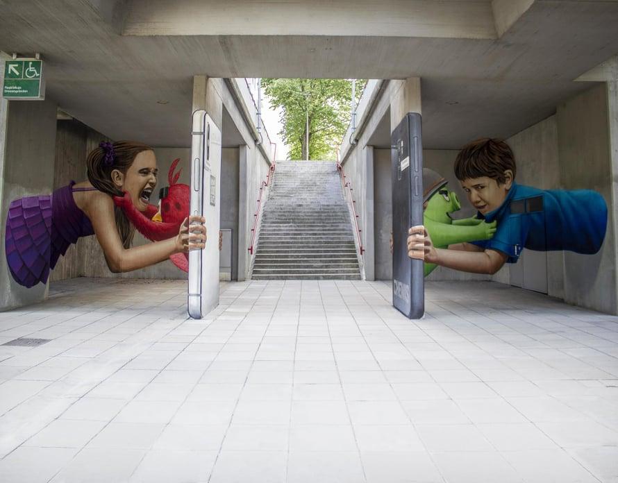 Graffitikierroksen kiehtovimpia töitä on taiteilija ChemiSin kolmiulotteiselta vaikuttava teos.