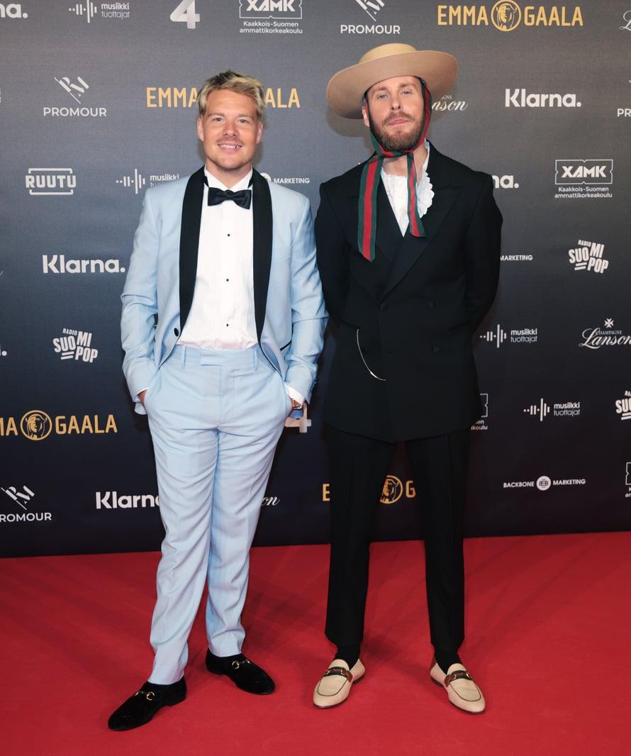 JVG palkittiin gaalassa neljällä Emmalla. Ville Gallen yllä nähtiin vaaleansinistä, Jaren tyylin kruunasi leveä lierihattu.
