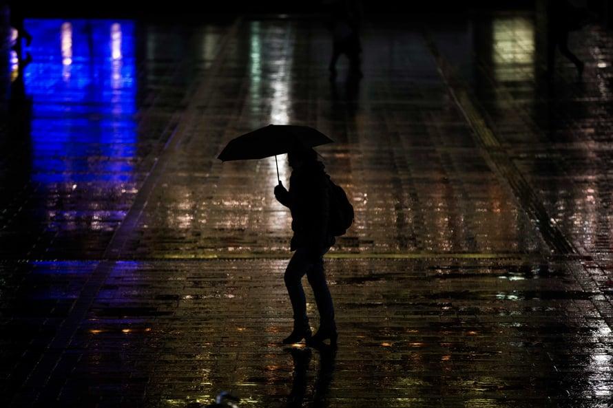 Jatkuva pimeys saa elimistön vuorokausirytmiä säätelevän sisäisen kellon jätättämään.