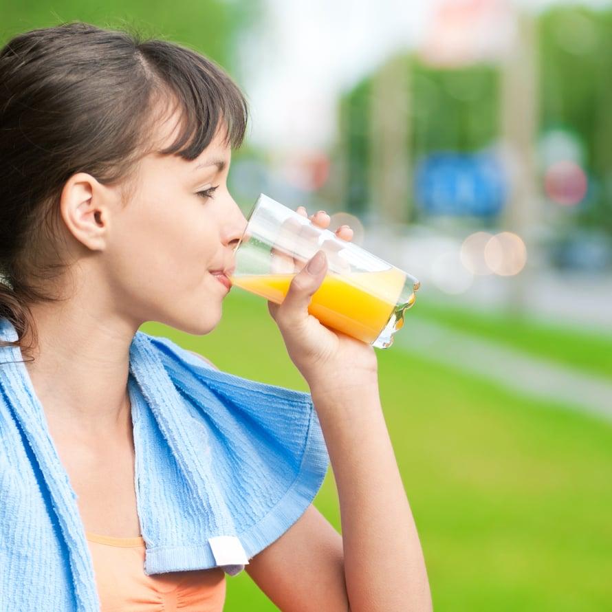 Täysmehusta saa näppärän urheilujuoman, kun korvaa puolet juomasta vedellä ja lisää hippusen suolaa.
