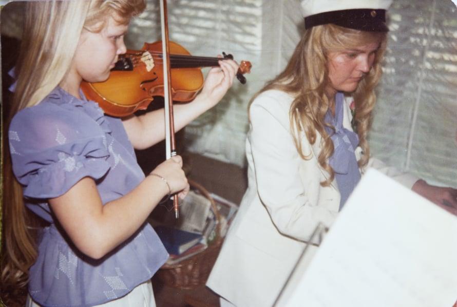Isosisko Maarit on ollut Raakelille aina hyvin tärkeä. Kuvat Raakelin kotialbumi