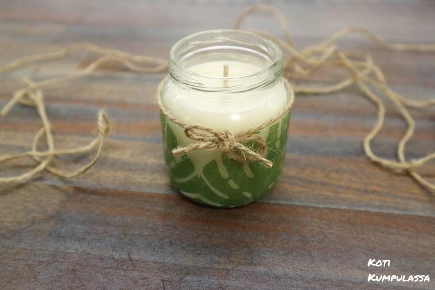Itsetehty kynttilä on ihana lahja, joka ilahduttaa varmasti.